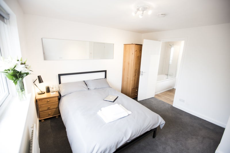 Double rooms with private bath - No Fees/bills inc Main Photo