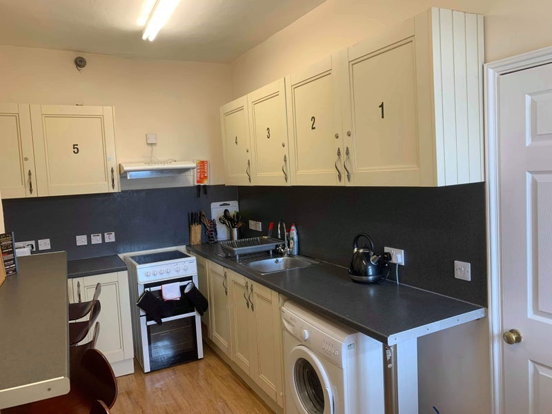 Large Double Ensuite room in the town centre! Main Photo