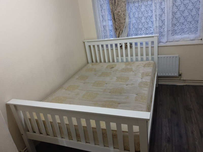 A Fully furnished double room to rent in Dagenham Main Photo