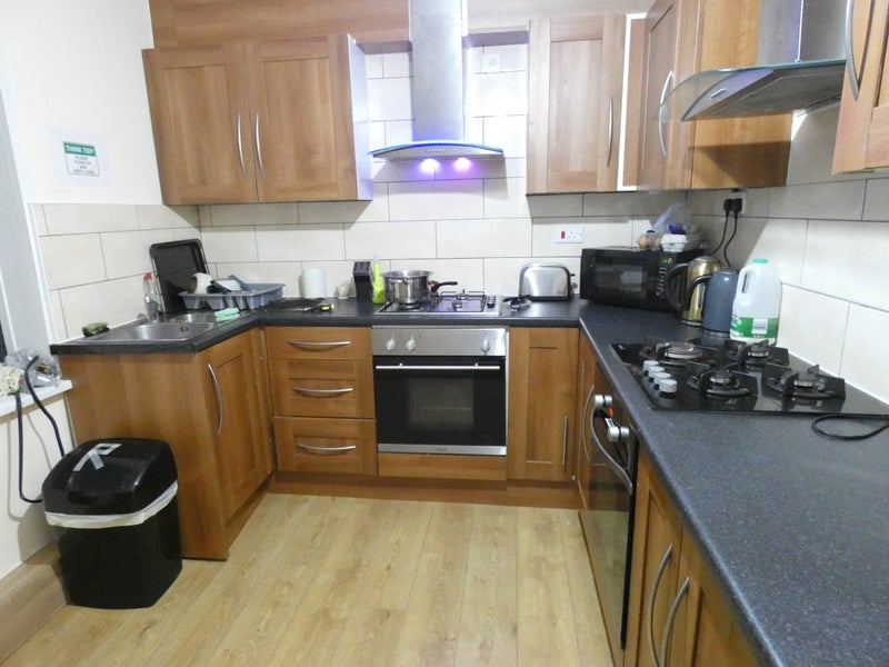Double and Single Room To Let In Burnham Main Photo