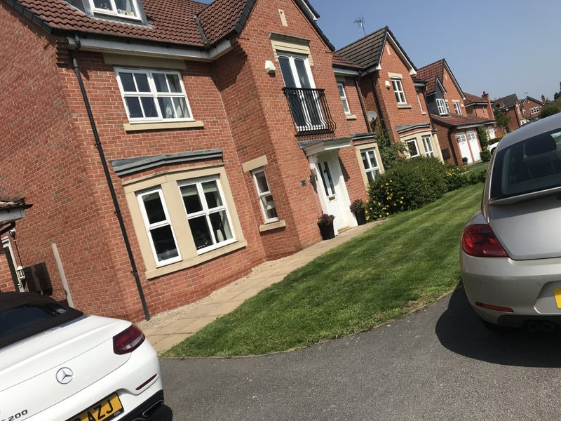Double bedroon in large 5 bed detached house Main Photo