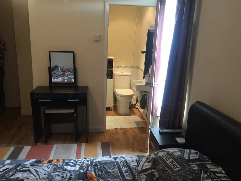 Room to Rent with en-suite Main Photo