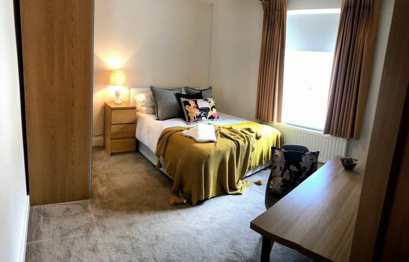 Spacious double Room Available Richmond Street Main Photo