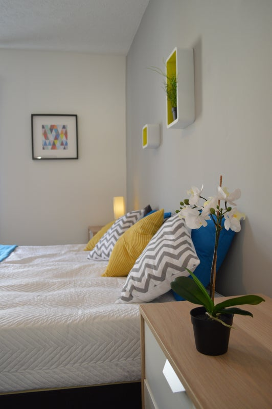 Rooms available in a bright, modern house Main Photo
