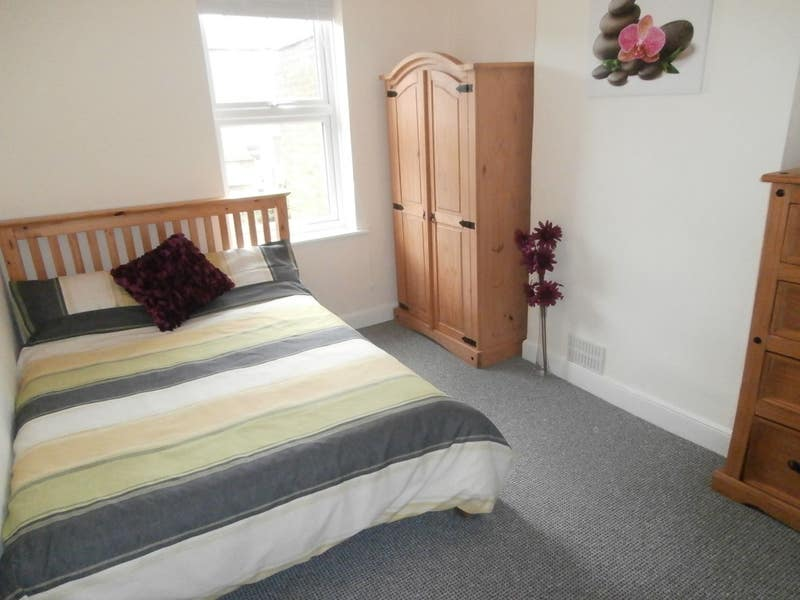 ** Reduced ** Bright & friendly professional house Main Photo