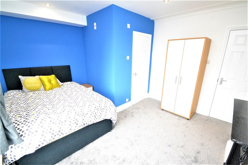 Brand Newly Refurbished House Share for Young Prof Main Photo