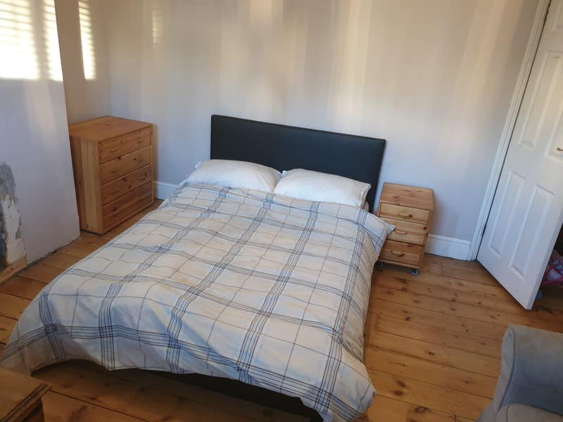 Double Room to rent, Central Dorking Main Photo