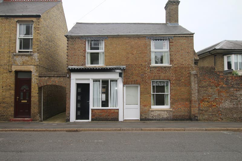 Newly refurbished House in Chatteris Main Photo
