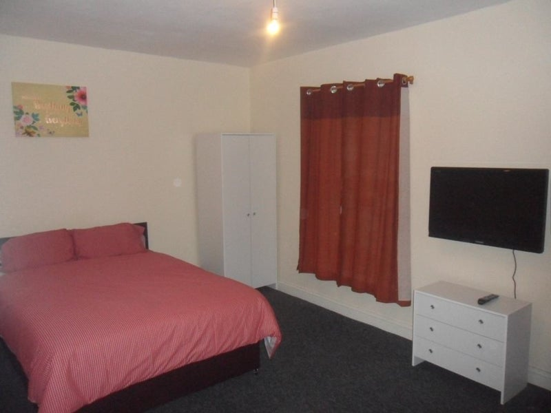 Large Double Rooms Available Furnished - Hanley Main Photo