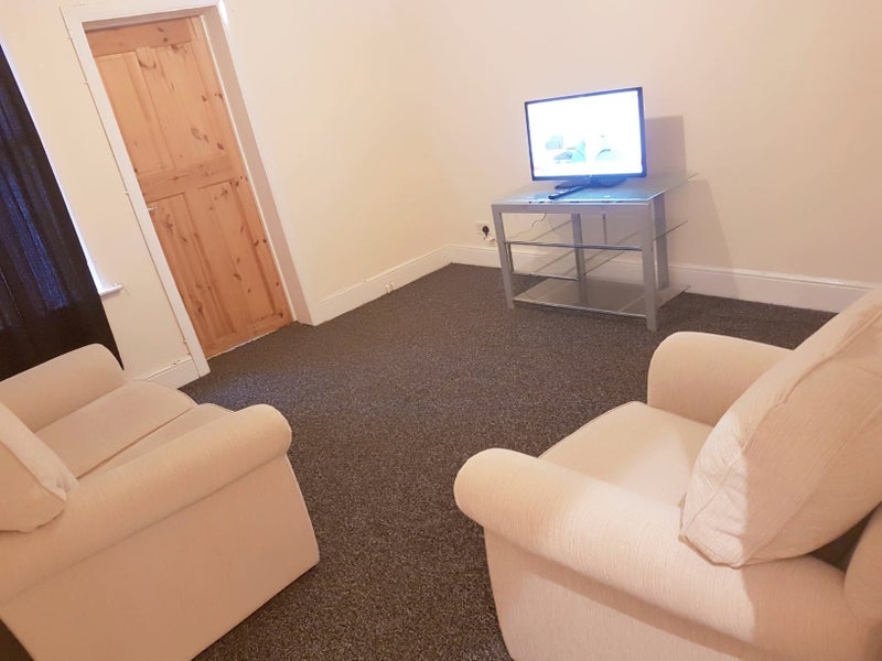 Specious rooms available in a newly refurbished ho Main Photo