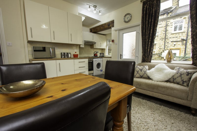 4 bed Professional House Share Main Photo