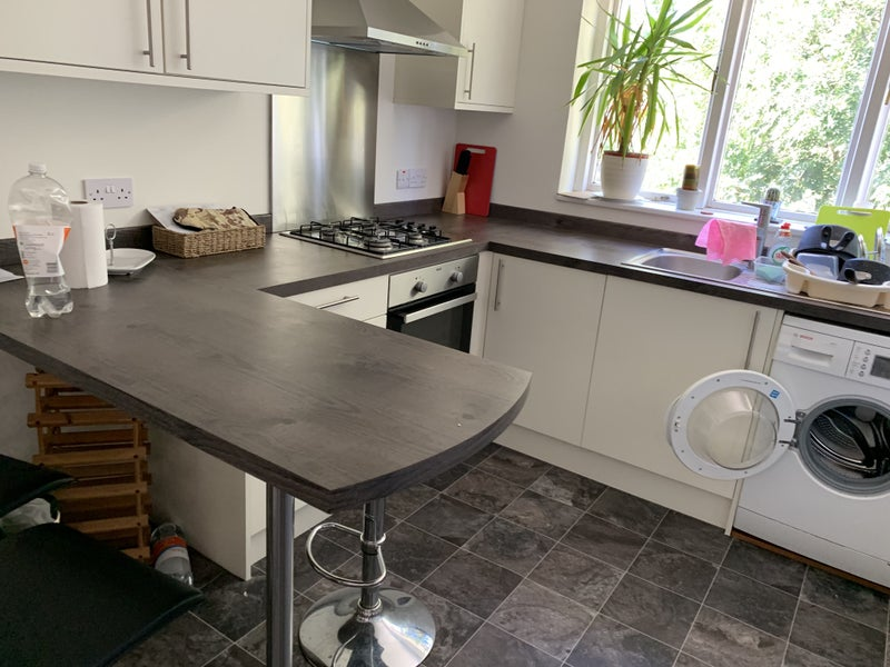 2  Double Rooms to Let, Close to Town,  Br & Shops Main Photo