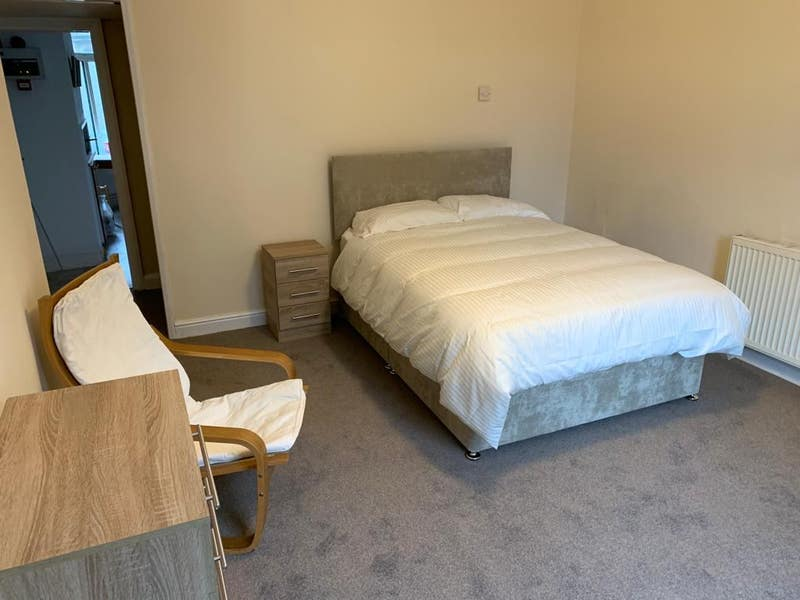 Town Centre.1 Large Double Fully Furn Room. Main Photo