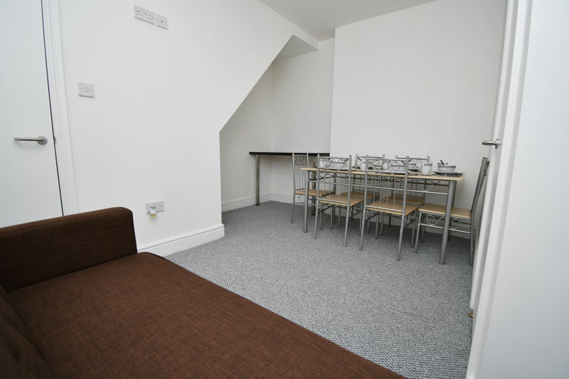 Student/Professional Houseshare- Available Now!! Main Photo
