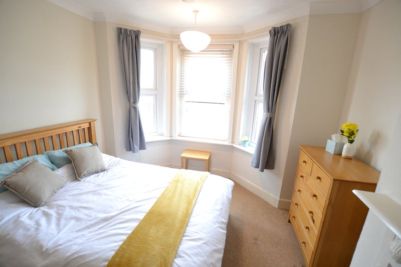 Lovely room near hospital/centre for professionals Main Photo
