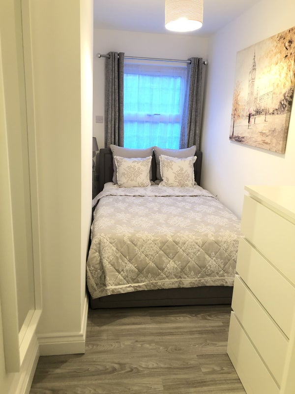 🌞 Newly refurbished  double en-suite room   Main Photo