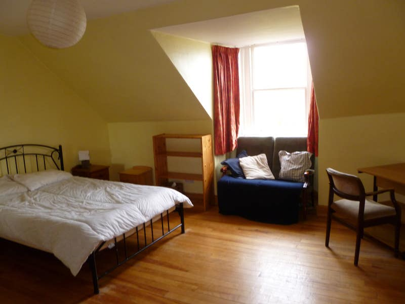 Huge bedroom in Leith townhouse. Couples welcome. Main Photo