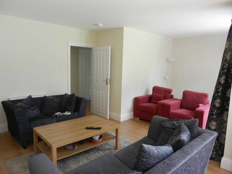 W4 immaculate house - lovely bright room Main Photo