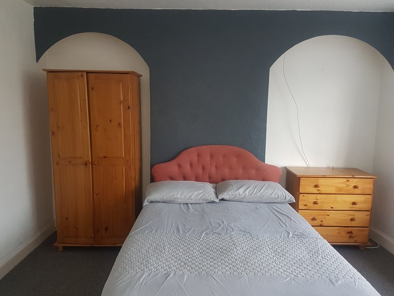 ***Wow a Must See, Double Rooms, Prime Location*** Main Photo