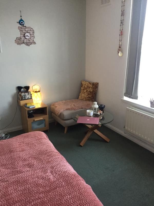 Bright spacious double room to rent in Morden Main Photo