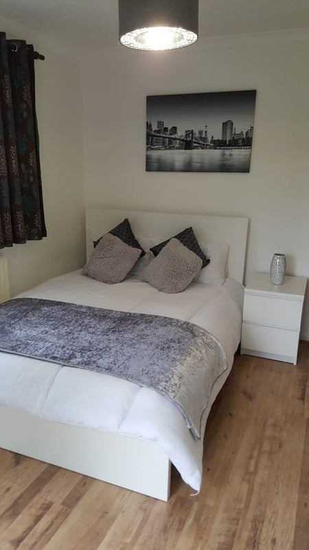 Spacious Room nr Luton town centre & Airport Main Photo