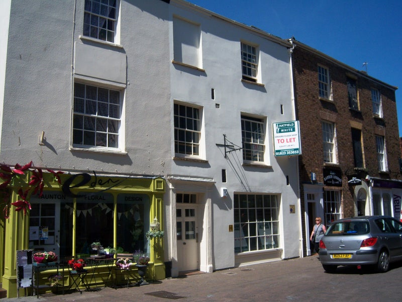 Flat  in Georgian  conservation  area  town house  Main Photo