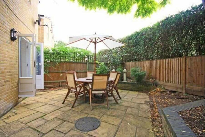 4-bedroom townhouse on Mortlake Green - SW14 Main Photo