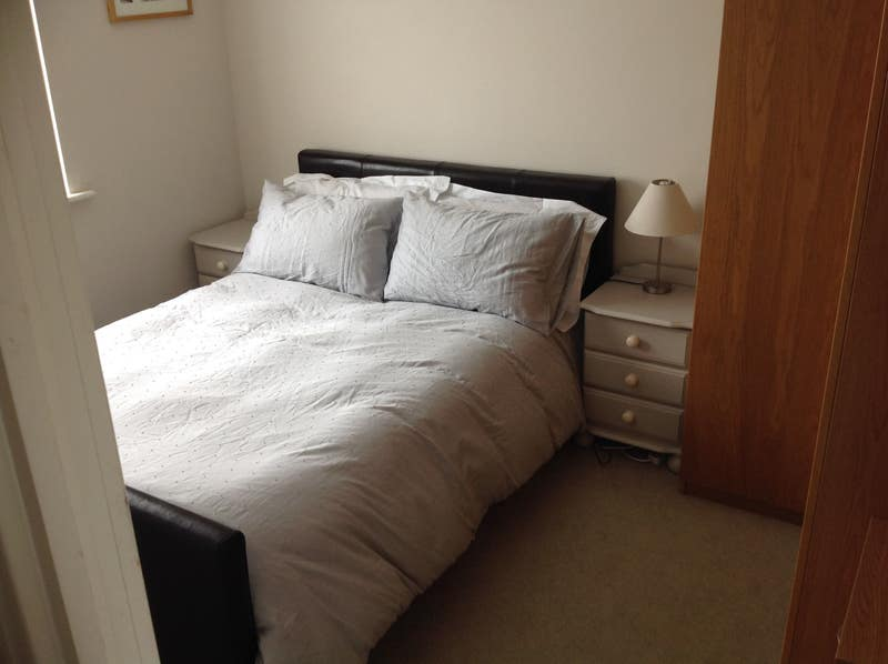 Bright fully furnished double room Main Photo