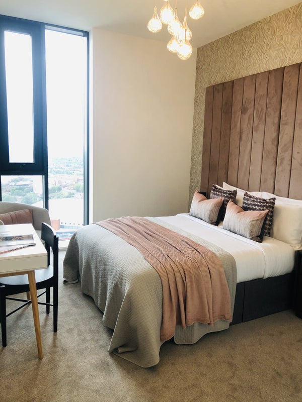 Brand New Furnished Apartments in City Centre! Main Photo