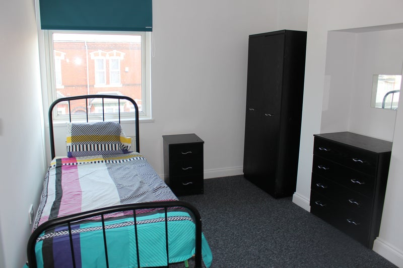 Rooms Available for Tenants on Benefits! Main Photo