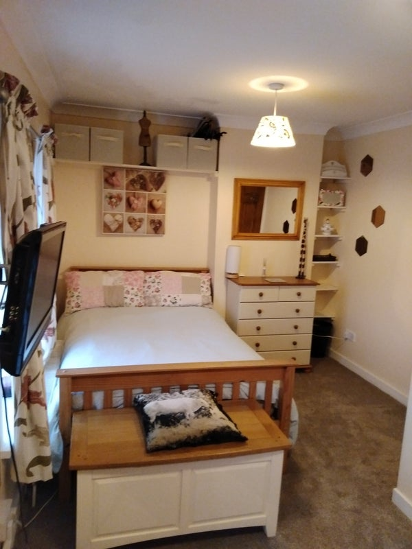 Dinas Powys Double Bedroom Bills & Council Tax Main Photo