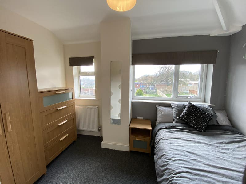 **Upstairs Fully Furnished Double Bedroom** Main Photo