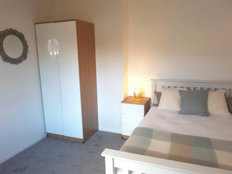** New Beautiful Quality Room -All Bills Included! Main Photo