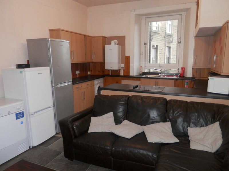 double bedroom  available in 4bed flat Main Photo