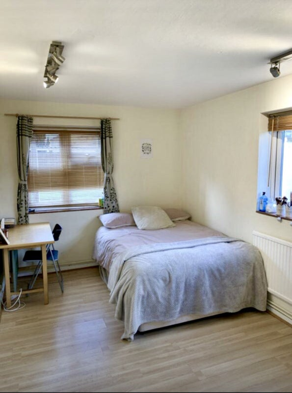Low Deposit 10 Mins  Walk from Surbiton Station  Main Photo