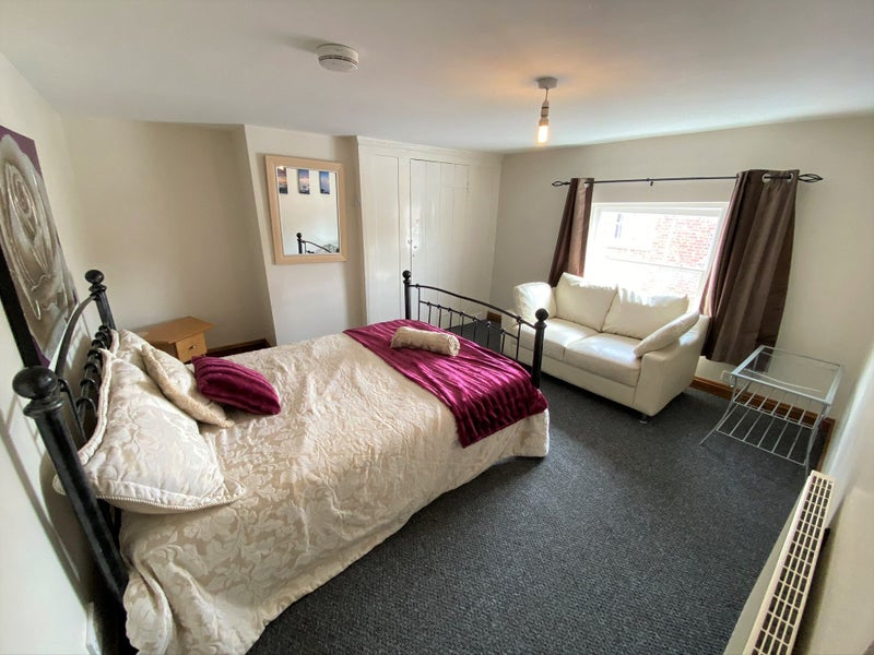 Choice of Single & Double Rooms in Holbeach Main Photo