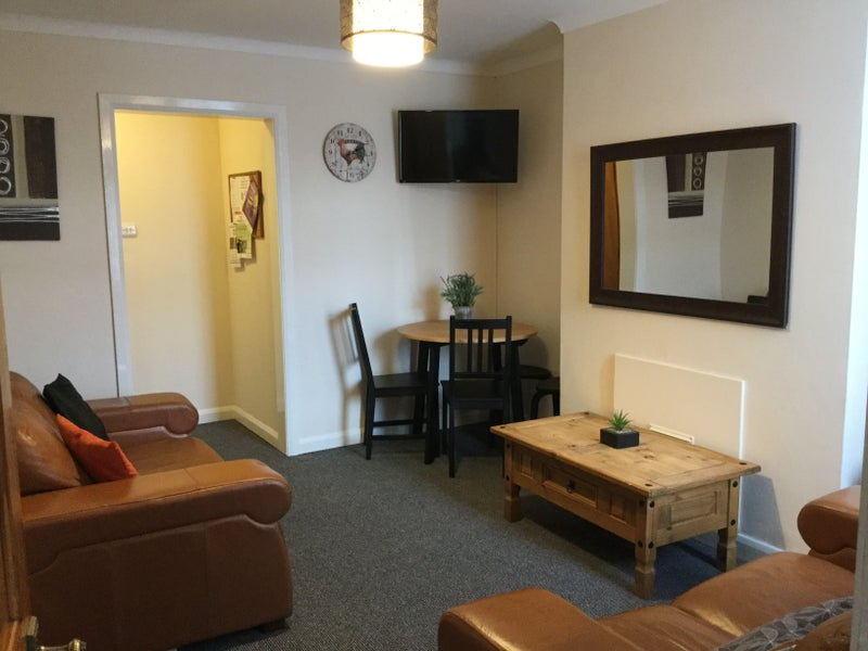 One Single Room Available in 4 Bed Houseshare. Main Photo
