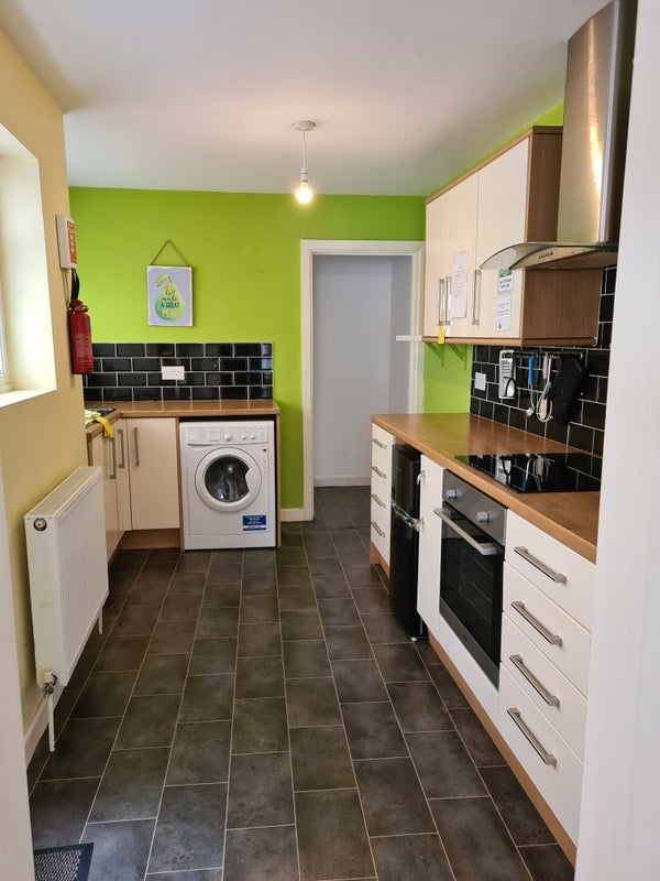 Student Let Lovely Spacious 2 Bedroom Property  Main Photo
