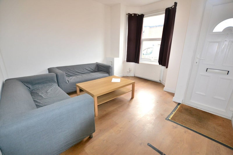 En Suite Rooms to Rent in Swainstone Road Main Photo