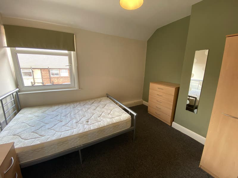 ** Double room available** **Bills Included** Main Photo