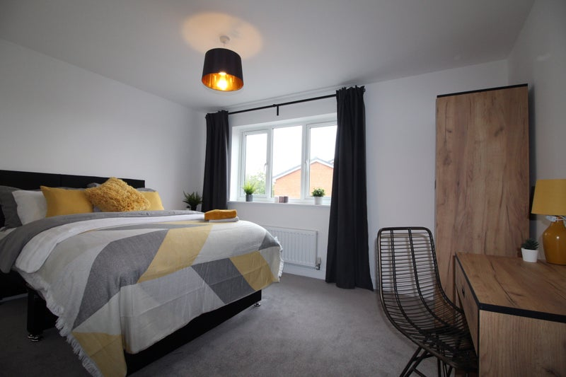 **Recently Refurbished Professional House Share** Main Photo