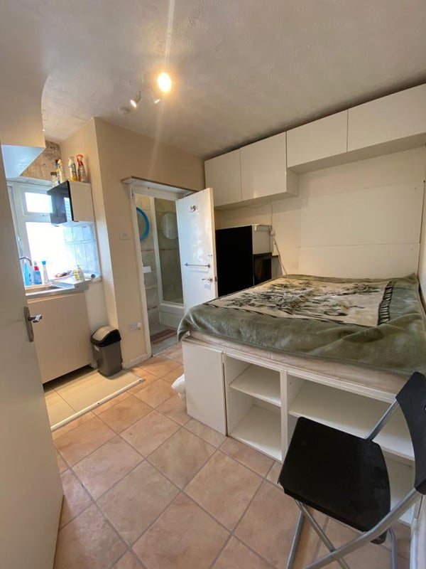 En-suite room in Dagenham with a bathtub for £600 Main Photo