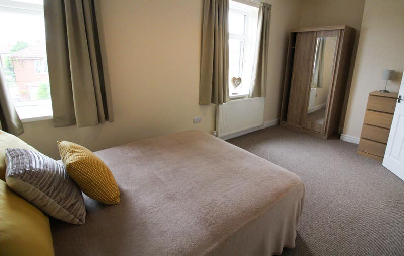 *Brand New Refurbished Ensuite Rooms* Thurnscoe Main Photo
