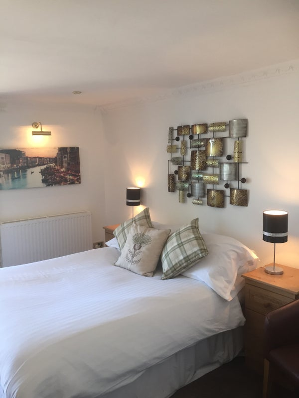 10 stunning en suite rooms troon Main Photo