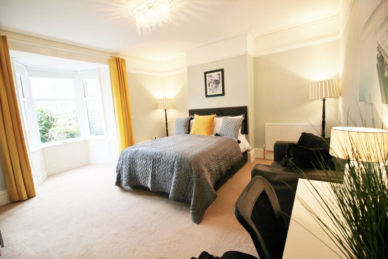 Professional furnished let in large house Main Photo