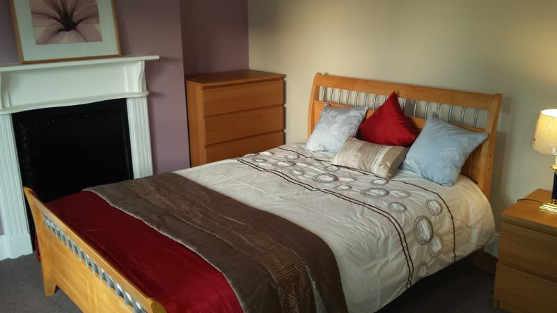 Great Double Room near town- including Bills  Main Photo