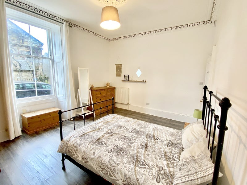 Large Bright Double Bedroom within 2 Bed Flat Main Photo
