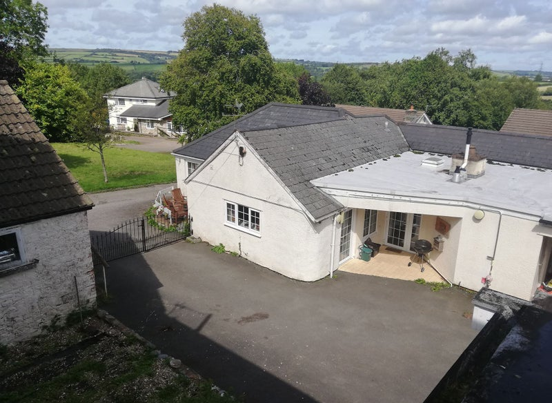 Six bedroom cottage available Monday - Friday Main Photo