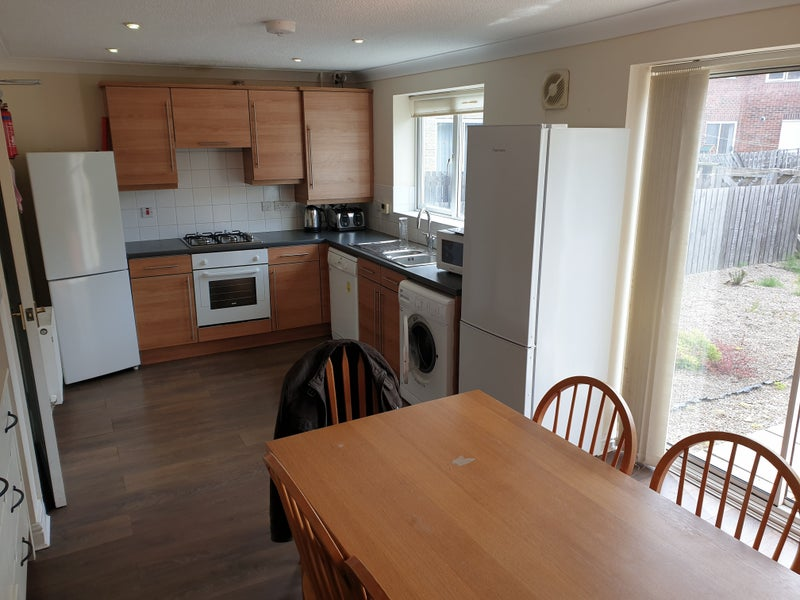 2 Rooms avalible in 6 bed house in Heaton Main Photo