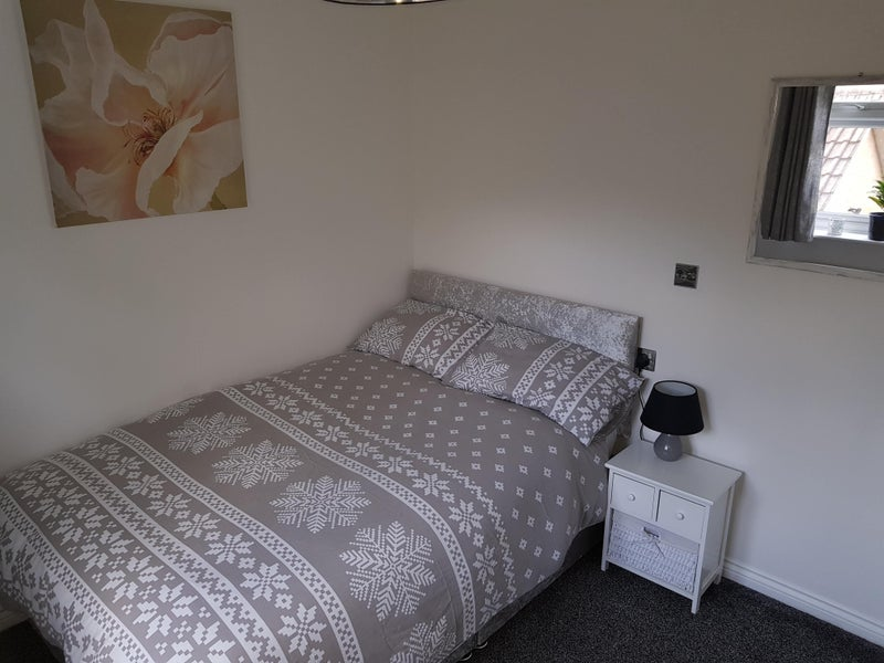 Lovely Double Room to Rent Main Photo